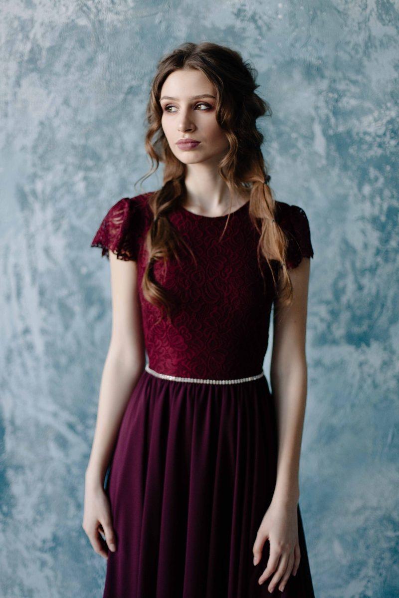Заказать Коктейльное платье миди вишневого цвета с вырезом на спине с бесплатной доставкой
