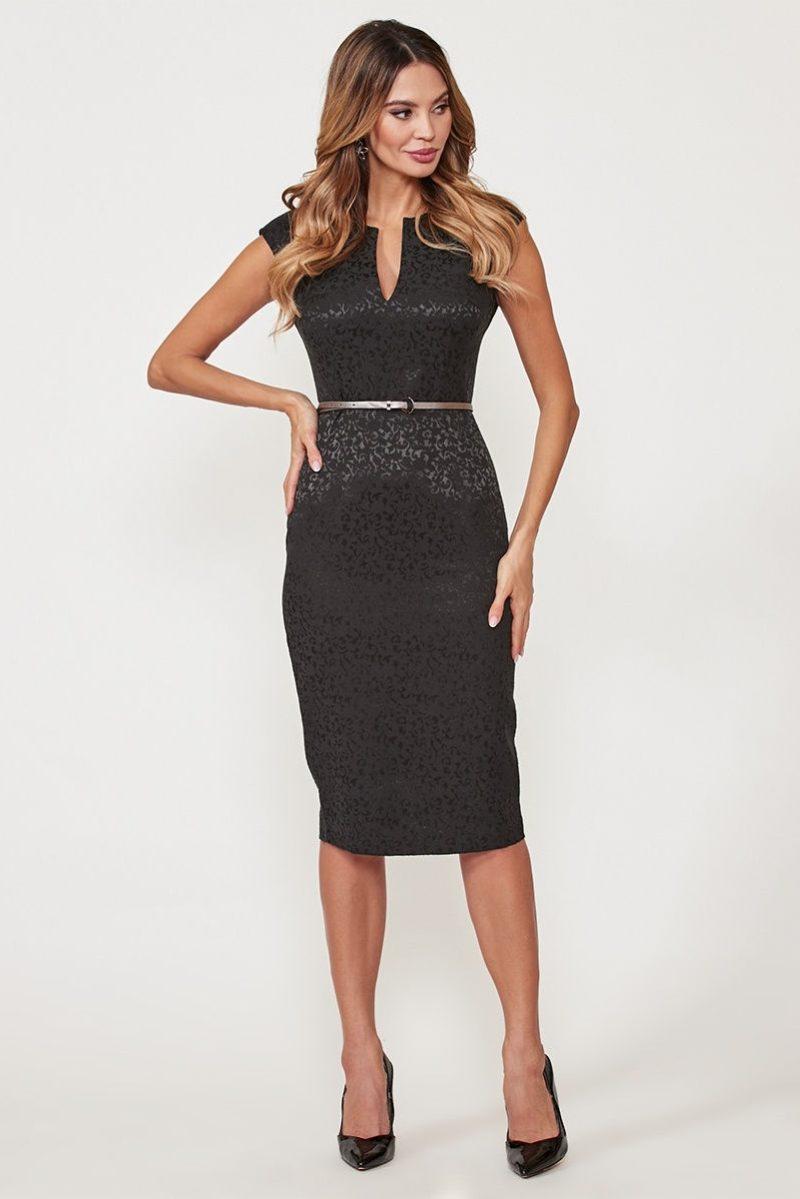Черное платье-футляр из жаккарда с вырезом на груди заказать с примеркой