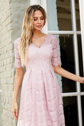 Кружевное платье миди пудрового цвета с пышной юбкой заказать с примеркой