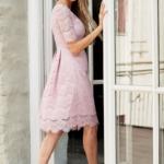 Кружевное платье миди пудрового цвета с пышной юбкой vv52045pw-3