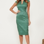 Светло-зеленое платье-футляр из жаккарда с вырезом на груди vv51664gr-1