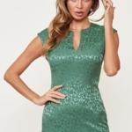 Светло-зеленое платье-футляр из жаккарда с вырезом на груди vv51664gr-2