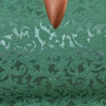 Светло-зеленое платье-футляр из жаккарда с вырезом на груди vv51664gr-4