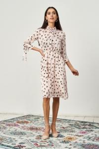 Бежевое платье в горошек с отложным воротником и рукавами 3/4 заказать с примеркой