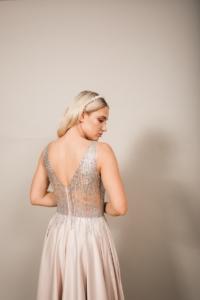 Бежевое вечернее платье платье из атласа с серебристым верхом на свадьбу купить