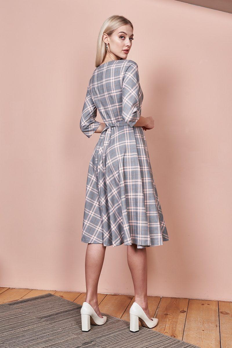 Заказать Серое платье миди с принтом в клетку и расклешенной юбкой