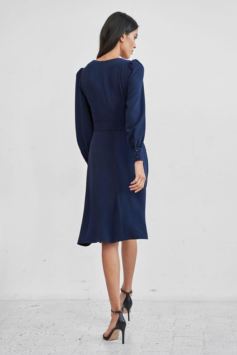 Купить Темно-синее платье с длинными рукавами и расклешенной юбкой с доставкой