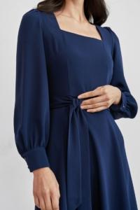 Заказать Темно-синее платье с длинными рукавами и расклешенной юбкой в интернет-магазине