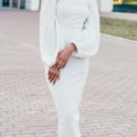 Белое платье миди с открытыми плечами и пышными рукавами 2