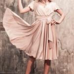 Бежевое платье в греческом стиле из шелка длины миди 2