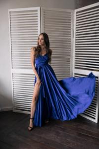 Синее вечернее платье в греческом стиле на тонких бретелях заказать с примеркой